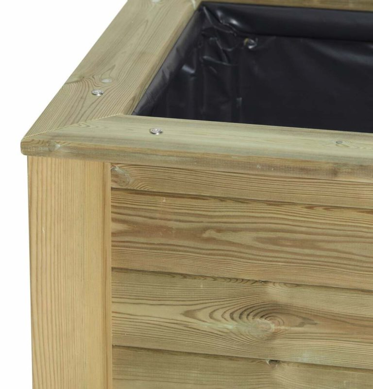 Timber planter with lining