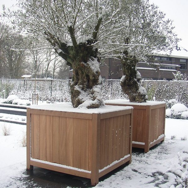 Large timber planter withstanding winter conditions